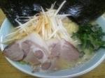 「ラーメン 麺柔わ目 味薄め 油少な目 + のり増し ¥650」@横浜ラーメン とんこつ家 いわき店の写真