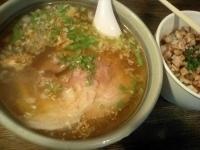 「しお3号+霜降りハーブの豚ごはん (800円+450円)」@らぁめんの店 小櫻の写真