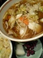 「野菜炒め入りラーメン+ミニチャーハン、おしんこ付き(¥800)」@昭和軒の写真