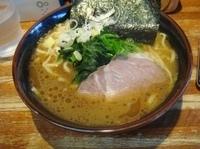 「ラーメン(味濃い目)680円」@横浜家系豚骨醤油極太麺 侍 本店の写真