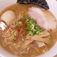 「らぁめん 700円(太麺) + 味玉」@らぁめん  丸の写真