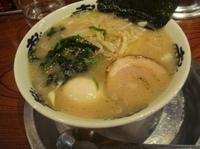 「塩豚骨ラーメン+味玉(750円)」@あじゃあらの写真