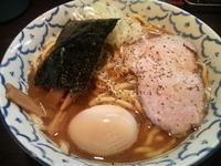 「燻玉ラーメン(800円)」@兎に角 松戸店の写真
