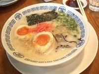 「博多まるきんラーメン+半熟玉子」@博多まるきんラーメン 春日店の写真