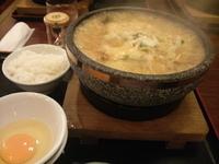 「石焼スーラータン麺+ライス+生卵(819円)」@石焼らーめん 火山 春日部店の写真