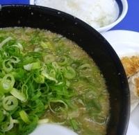 「餃子定食 930円(味噌ラーメン(太麺指定・背アブラ多め・ネギ多」@来来亭 小田部店の写真