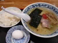 「塩ピリ辛ラーメン+ライス+生卵(本日の定食500円)」@中華シゲタ マルエツ六ッ川店サニーロード内の写真