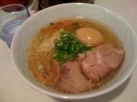 「玄界灘塩らぁ麺+味付玉子(870円)」@らぁ麺 むらまさの写真