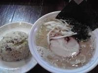 「とんこつ熟成醤油650円+ランチチャーハン100円」@ラーメン本舗。の写真