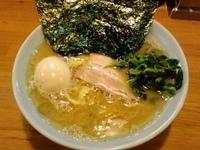 「とんこつ醤油ラーメン+味玉」@横浜ラーメン とんこつ家 いわき店の写真