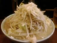 「ぶた入り(ヤサイニンニクマシマシアブラマシマシ)麺かため¥800」@ラーメン二郎 池袋東口店の写真