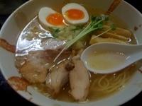 「丸鶏旨味そば(塩味)+昆布味玉(800円)」@麺屋33の写真