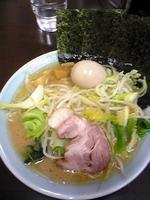 「味玉ラーメン+キャベモヤ」@松壱家 平塚店の写真