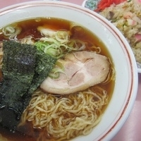 「ランチメニューA・正油ラーメン+半チャーハン 850円」@味の丸嘉の写真