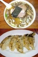 「冬季限定 たまり醤油ラーメン+大盛り+餃子」@米屋の写真
