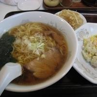 「Aセット(手打らーめん+半チャーハン)870円+焼き餃子300円」@飯城園の写真