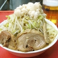 「大盛りラーメン + 豚増し + 生ビール×2」@ドン-キタモトの写真