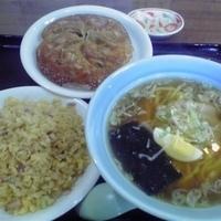 「チャーハンセット(麺中盛り、太麺選択)600円+焼き餃子(にんに」@天馬の写真