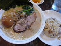 「熟成醤油+味玉+ランチチャーハン」@ラーメン本舗。の写真