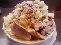 「ラーメン+豚 (野菜・ニンニク・あぶら・味濃いめ)」@ラーメン大 下高井戸店の写真