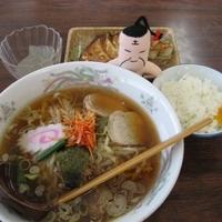 「ラーメン(ライス、ところてん付き)550円+餃子200円」@カネダイの写真