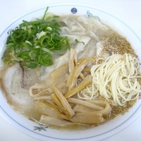 「大盛シナチクワンタン麺 1000円」@一九ラーメン 早良店の写真