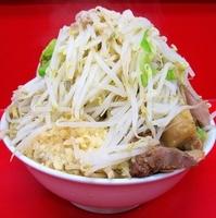 「ラーメン 大 麺マシ600g + 豚 (ヤサイ、ニンニク、アブラ」@ドン-キタモトの写真