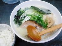 「函館塩ラーメン+半ライス+ジャンボ餃子」@味源 八王子店の写真
