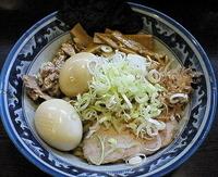 「油そば(+燻製玉子2個)=900円」@兎に角 松戸店の写真
