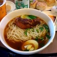 「排骨麺20元(約¥300日本円)ほか色々」@阳阳小吃の写真