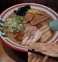 「中華そば(中)¥700+ゆず刻み¥20」@松戸中華そば 富田食堂の写真