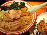 「炙り肉そば(中:230g)+自家製ギョーザ@950+300」@松戸中華そば 富田食堂の写真
