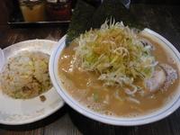 「北海道味噌+ネギ+ランチチャーハン 950円」@ラーメン本舗。の写真