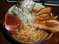 「肉増しらーめん(和風濃厚醤油) 900円」@ゆいが 総本店の写真