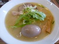 「トリシオパイタンラーメン(+麺大盛り&味玉)」@ラーメン ロケットキッチンの写真