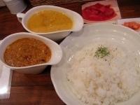 「スパイシー肉団子と野菜&クリームチキン」@raffles curryの写真