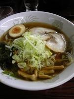 「特のせ醤油ラーメン830」@大龍門 浜名湖サービスエリア店の写真