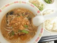 「坦々麺セット(ご飯・サラダ・お新香付) 「700円」」@中華料理 蓮華の写真