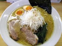 「らーめん+あじたま+ねぎ(650+100+100円)」@麺家ぴかまるの写真