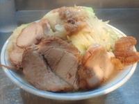 「塩らーめん+豚(野菜ニンニクアブラ)」@ラーメン大 下高井戸店の写真