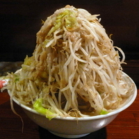 「大盛ラーメン 800円(野菜マシ・アブラ) + 味玉(サービスク」@ラーメンむねやの写真