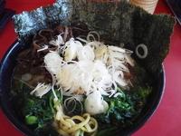 「ラーメン¥630(硬め濃いめ)+のり¥40+ほうれん草¥50+き」@横浜家系ラーメン 高松家の写真
