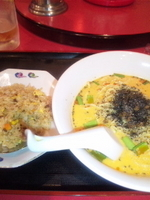 「黒ゴマタンタンメンと五目チャーハンのセット 750円」@中国家常料理 新洪記の写真