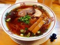 「紅醤油らーめん・細麺・大盛り(+サービス炙りチャーシュー)」@金久右衛門 梅田店の写真