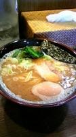 「らーめん並(1玉)太麺+味玉」@豚蔵の写真