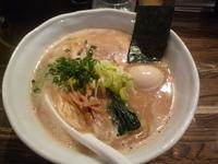 「醤油ラーメン 大盛り 黒味玉」@RAMEN CIQUEの写真