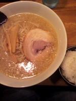 「特製正油らーめん¥700+小ライス(ランチサービス)」@麺や つねじの写真