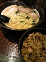 「太麺650」@豚骨醤油らーめん 誠屋 八幡山本店の写真