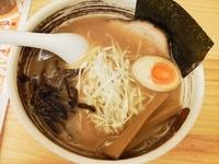 「鶏白湯 こってり濃厚しょうゆ(細麺、硬め、梅抜き)+替え玉」@濃厚ラーメン じゅんの写真