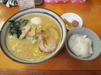 「ラーメン+自家製煮たまご+ライス(漬物付き)」@麺屋 ささきの写真